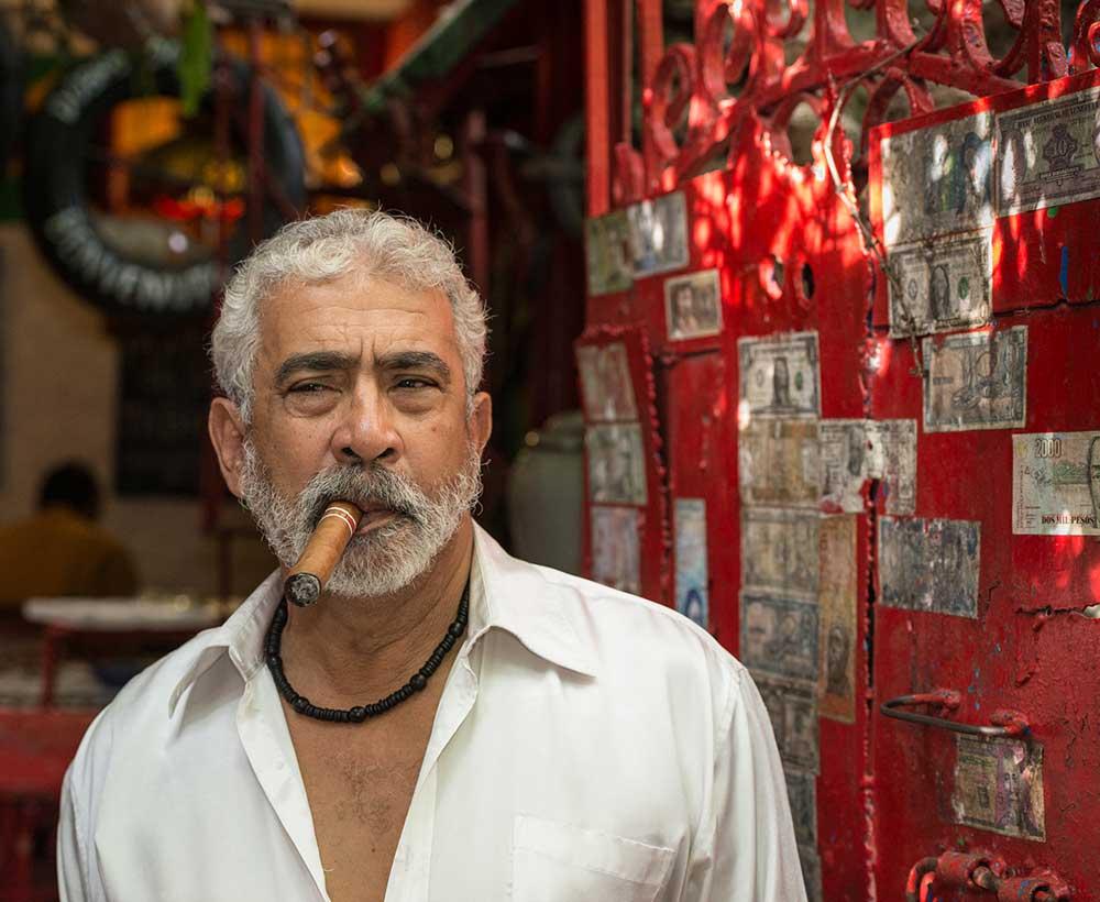 Cigar Smoker, Havana